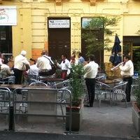 Foto tomada en Plaza de Los Mariachis por Ed Allan G. el 6/17/2012