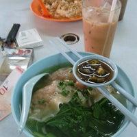 Photo taken at kedai makanan dan minuman u yi baru by Joe B. on 8/18/2012