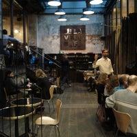 Foto diambil di Delaville Café oleh Sylvain L. pada 7/12/2012