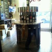 Foto tirada no(a) Union Square Wines & Spirits por Katie R. em 3/11/2012