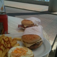 Photo taken at Tomy Burguer by Roberto M. on 7/7/2012