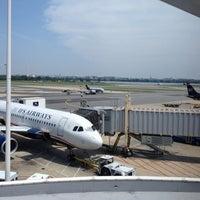 รูปภาพถ่ายที่ Terminal C โดย David P. เมื่อ 5/16/2012