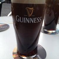 Photo prise au Wally's Irish Pub par Murat Ö. le4/29/2012