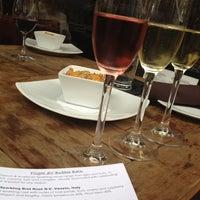 Foto tomada en CRÚ - A Wine Bar por Tiffany P. el 3/16/2012