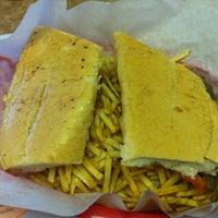 Foto tomada en Enriqueta's Sandwich Shop por Burak S. el 9/6/2012