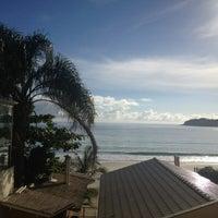 Foto tirada no(a) Pousada Vila do Coral por Anna V. em 5/8/2012