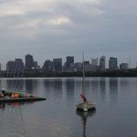 รูปภาพถ่ายที่ Charles River โดย Alexandra R. เมื่อ 8/20/2012