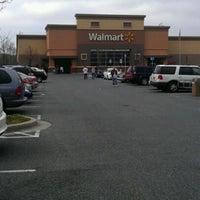 Снимок сделан в Walmart пользователем LaMont'e B. 3/31/2012