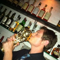 Foto diambil di Caledonia Bar oleh Aneesh S. pada 8/31/2012