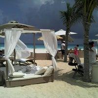 Foto tomada en Sunset Royal Beach Resort por Ricardo L. el 7/23/2012