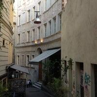 Das Foto wurde bei Off Pera von Erbil K. am 6/20/2012 aufgenommen