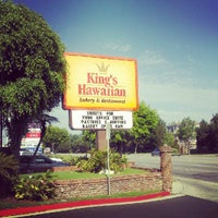 Photo taken at King's Hawaiian Bakery & Restaurant by Joel L. on 9/9/2012