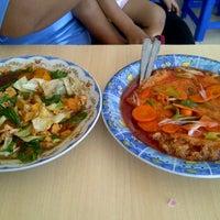 Photo taken at Bakmi Miroso by Putut Y. on 5/12/2012