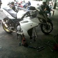 Photo taken at Kedai Motor SM Sri Yeak by Nazri O. on 3/31/2012