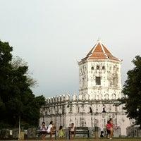 Das Foto wurde bei Phra Sumen Fort von Bank B. am 7/9/2012 aufgenommen