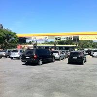 Foto tirada no(a) Posto Carrefour por Victor W. em 3/7/2012