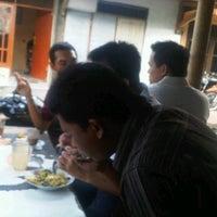 4/3/2012 tarihinde alvin a.ziyaretçi tarafından Dinas Perindustrian dan Perdagangan Provinsi Jawa Timur'de çekilen fotoğraf