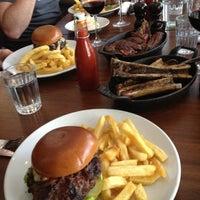 Снимок сделан в Hawksmoor Spitalfields пользователем stephen r. 6/26/2012