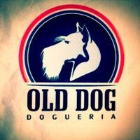 Photo taken at Old Dog Dogueria by Guilherme K. on 3/15/2012
