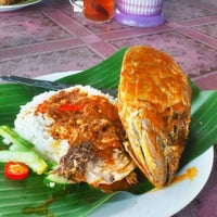 Photo taken at Nasi Dagang Warisan by Engku A. on 3/12/2012