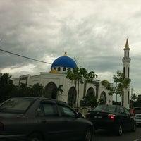 Photo taken at Masjid Al-Ghufran by Bob E. on 8/27/2012