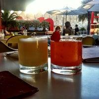 7/18/2012 tarihinde Seth F.ziyaretçi tarafından Ray's & Stark Bar'de çekilen fotoğraf