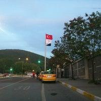 Das Foto wurde bei Üniversite Meydanı von Mehmet ali S. am 4/30/2012 aufgenommen