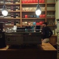รูปภาพถ่ายที่ Kaffe 1668 โดย Ritchie Y. เมื่อ 4/25/2012