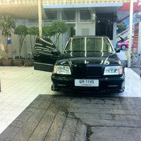 Photo taken at Bee Wash Car Detailing (บี วอช) by Tanoot T. on 7/21/2012