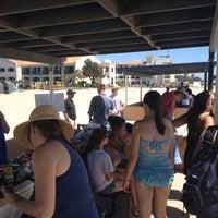 Foto tirada no(a) Breakers Beach por Paulie D. em 9/3/2012