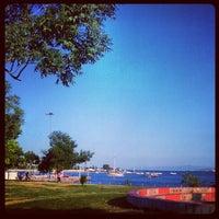 Das Foto wurde bei Fenerbahçe - Caddebostan Sahilyolu von Kozan D. am 6/28/2012 aufgenommen