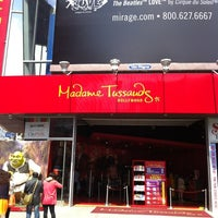 Photo taken at Madame Tussauds Hollywood by Ming C. on 5/24/2012