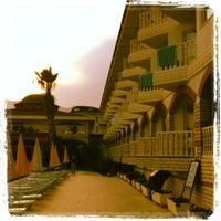 5/8/2012 tarihinde Веснушка☀️ziyaretçi tarafından Larissa Sultan's Beach Hotel'de çekilen fotoğraf