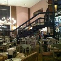 Foto diambil di Famosa Pizza oleh Daniel D. pada 4/2/2012