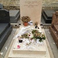 Das Foto wurde bei Tombe de Jean Paul Sartre & Simone de Beauvoir von Al K. am 3/11/2012 aufgenommen