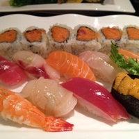 Photo prise au Sushi Yasaka par Helen L. le3/12/2012