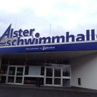 4/7/2012 tarihinde Jannik B.ziyaretçi tarafından Alster-Schwimmhalle'de çekilen fotoğraf
