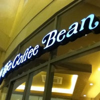Photo taken at The Coffee Bean & Tea Leaf by Lish C. on 7/11/2012