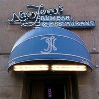5/31/2012 tarihinde Juhana S.ziyaretçi tarafından Navy Jerry's Rum Bar'de çekilen fotoğraf