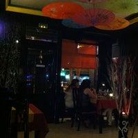 Photo taken at Sushi King by Rafael M. on 7/27/2012