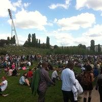 Das Foto wurde bei Mauerpark von Elke A. am 7/22/2012 aufgenommen