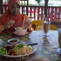 Photo taken at Atikah Seafood by Syazrul A. on 6/9/2012