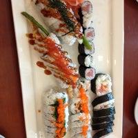 Photo taken at Sushi En by Olivia on 8/19/2012