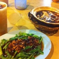 Photo taken at 金印肉骨茶 by JoJo H. on 4/14/2012