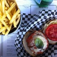Foto scattata a Tizzy's NY Bar & Grill da Stefano M. il 6/9/2012