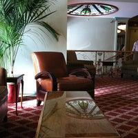 Снимок сделан в Opal Hotel пользователем Lisa T. 2/20/2012