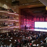 Foto tirada no(a) Alice Tully Hall at Lincoln Center por Amy L. em 2/11/2012
