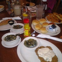 Photo taken at Cracker Barrel Old Country Store by Flyhighskygirl on 7/8/2012