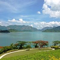 รูปภาพถ่ายที่ เขื่อนรัชชประภา โดย Nirachawan C. เมื่อ 4/14/2012