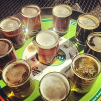 Photo prise au Laurelwood Public House & Brewery par Kristina L. le8/24/2012